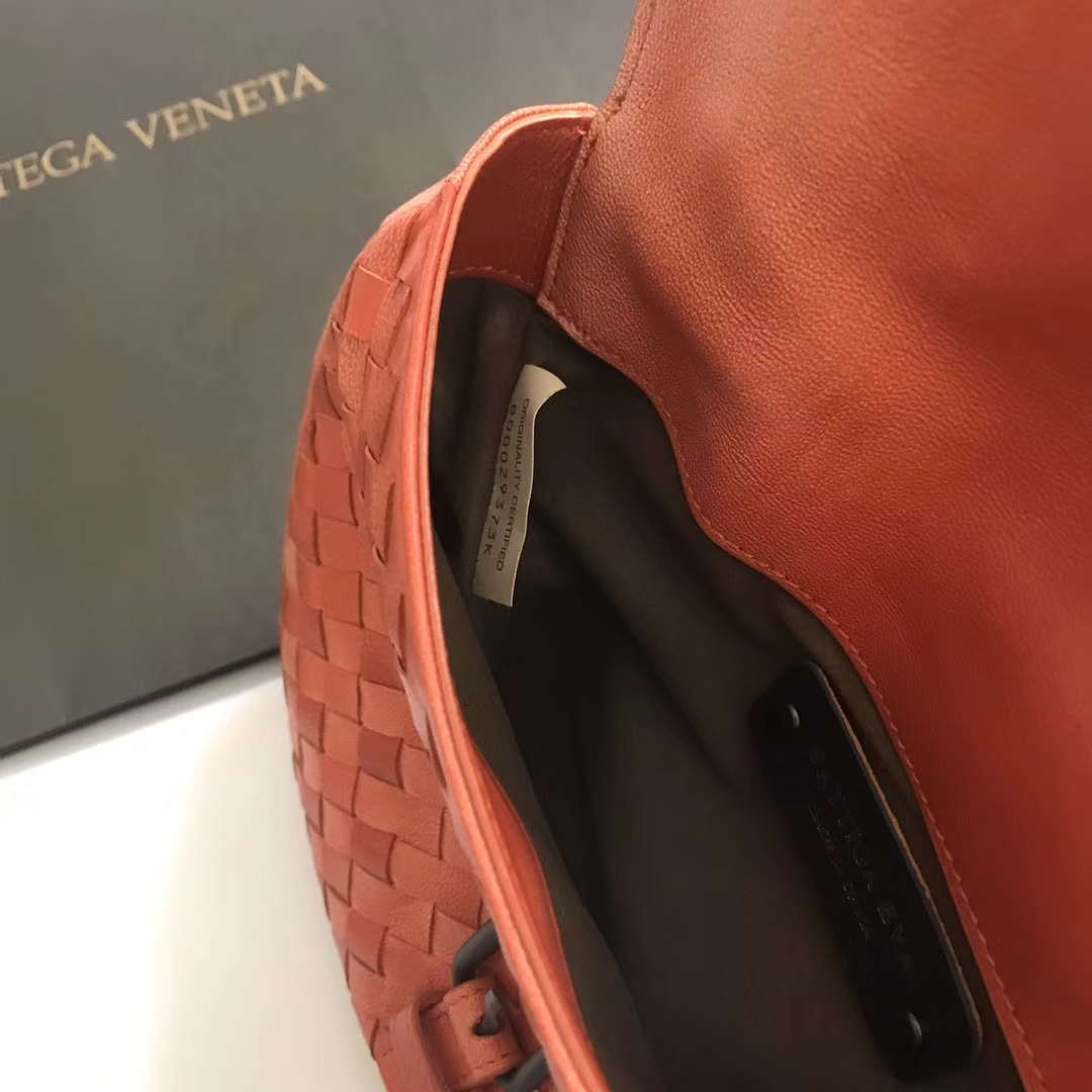 8026女士斜背包 小巧玲珑 Bottega Veneta 宝缇嘉 顶级羊皮 23*8*17cm