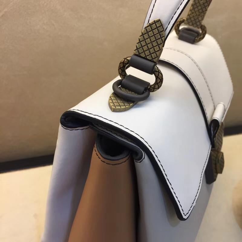 BV女包官网 Bottega Veneta 宝缇嘉 Piazza手袋 采用高级小牛皮 intrecciato编织