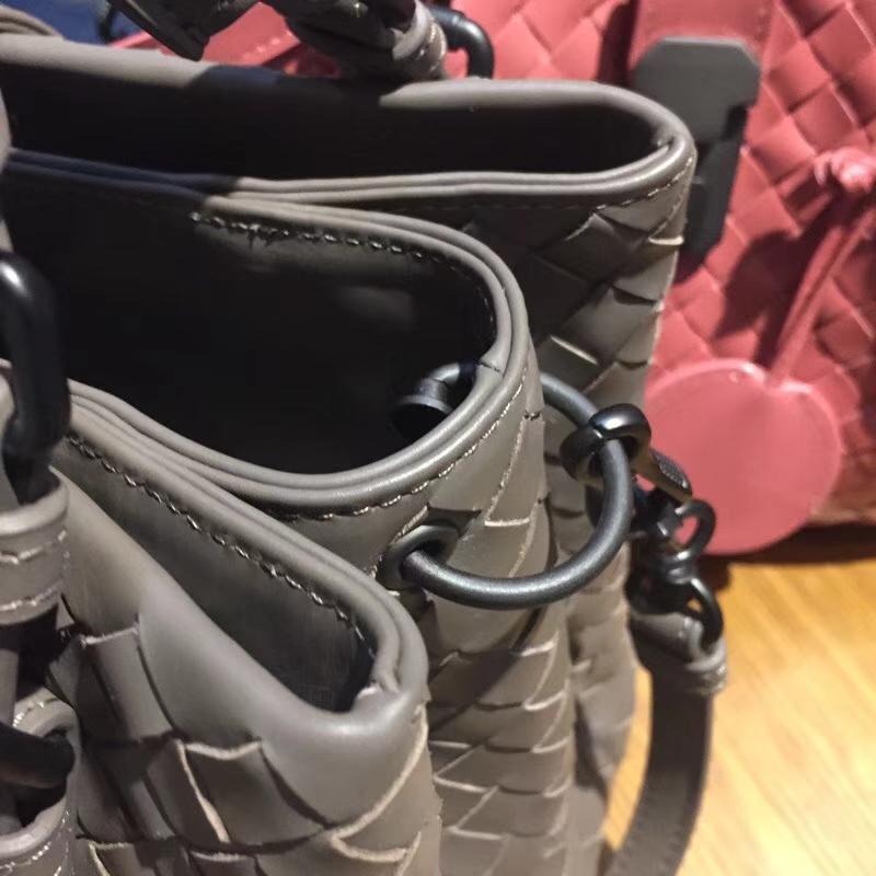 BV女包官网 2302#miniRoma手提包 原版开模 胎牛皮26*12*16cm 锡器灰