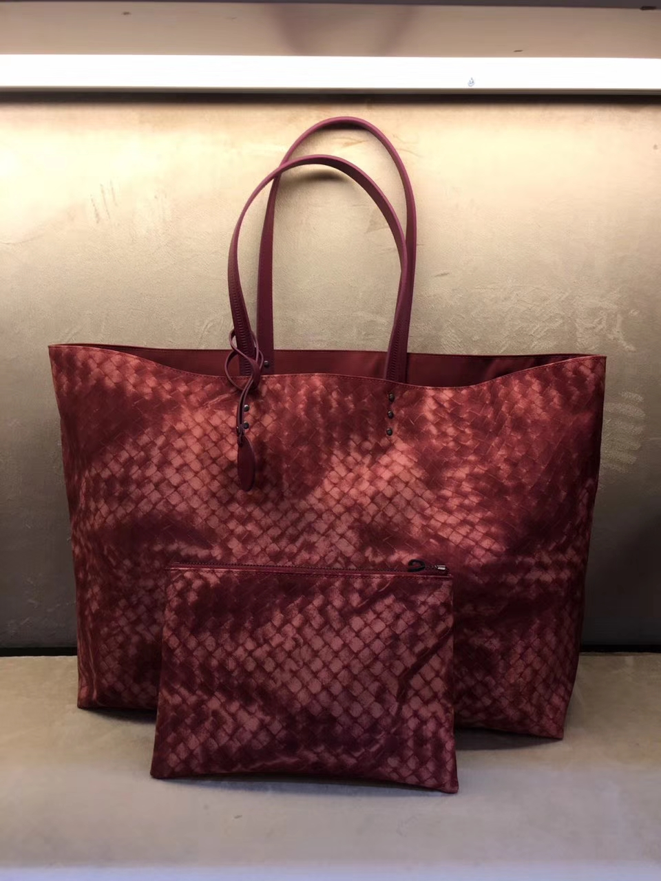 Bottega Veneta 宝缇嘉 2232 经典压花编织尼布包 妈咪包 工勤包 书包 正红花色