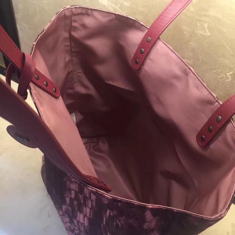 BV女包官网 2260竖款妈咪包 工勤包 书包 经典压花编织精美图案尼布包