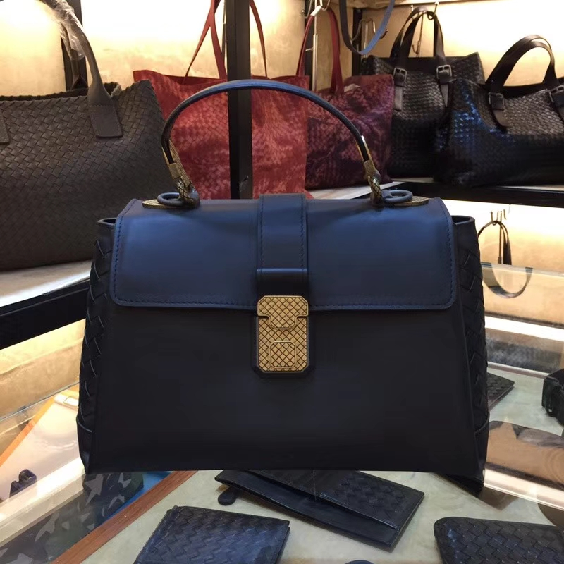 Bottega Veneta 宝缇嘉 2330Piazza手袋 高级小牛皮 intrecciato编织细节25cm 深蓝色拼黑色