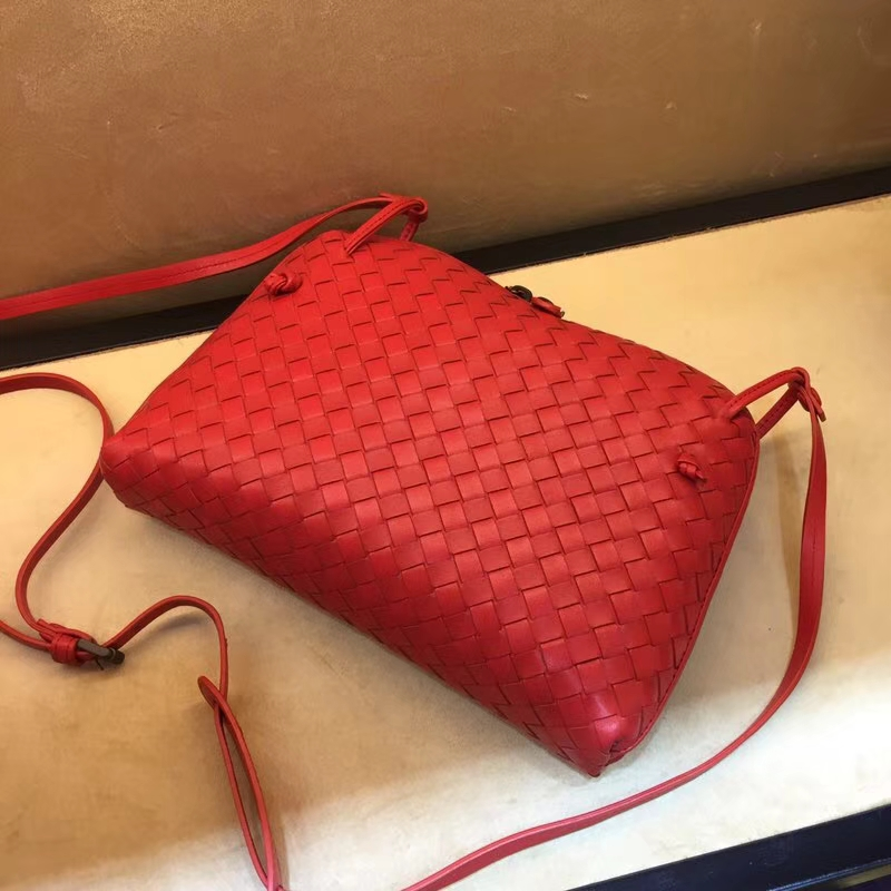Bottega Veneta 宝缇嘉 国旗红编织女包 单拉链斜挎包 28cm