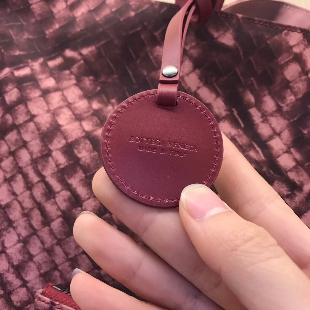 Bottega Veneta 宝缇嘉 2232  经典压花编织 酒红花色 工勤包 购物袋