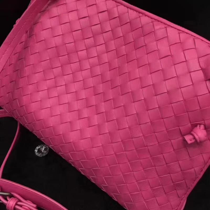 Bottega Veneta 宝缇嘉 原版羊皮 编织斜挎包 糖果粉 单拉大容量