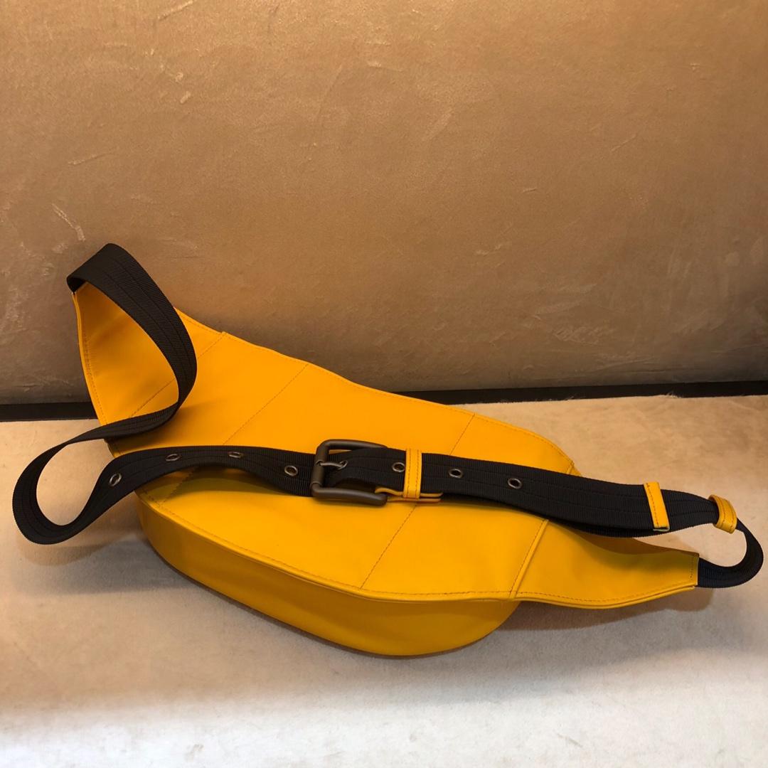 Bottega Veneta 宝缇嘉 王鹤棣 同款胸包 顶级胎牛皮  26*7*16cm 柠檬黄