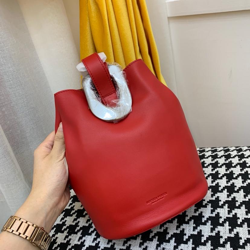 宝缇嘉最新款水桶包  顶级原版牛皮 内里全皮代购版本 红色