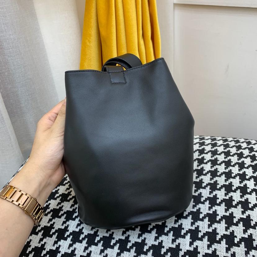 宝缇嘉最新款水桶包  顶级原版牛皮 内里全皮代购版本 黑色