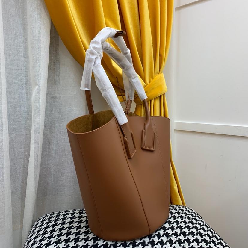 Bottega Veneta 宝缇嘉 0100购物袋大号 高级光滑小牛皮 内里鹿皮 34cm