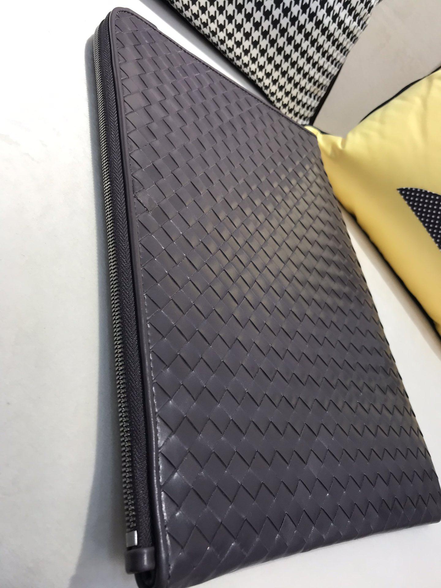 BV官方同步 代购版7781 顶级原版胎牛皮 35cm 黑色 超大容量