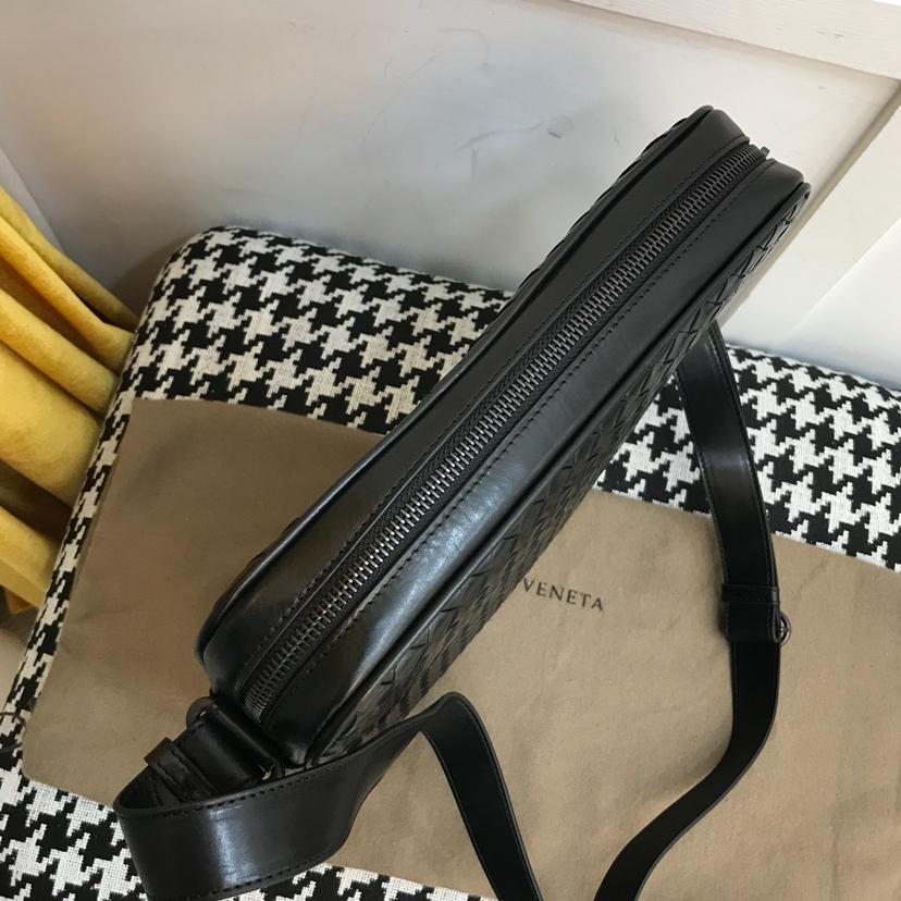 BV 代购版9206  顶级原版胎牛皮 内里进口布料 最新款男士斜挎包 26.5*28*4.5