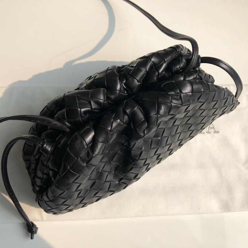 B家 代购版云朵包手拿包小号 顶级原版胎牛皮 手工编织 22*12*7cm