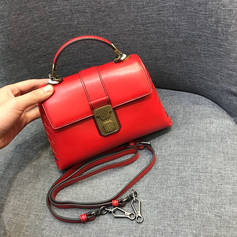 BV 代购版9221 mini 红色 Piazza 系列 NAPPA小羊皮迷你款 20cm*13cm*8cm
