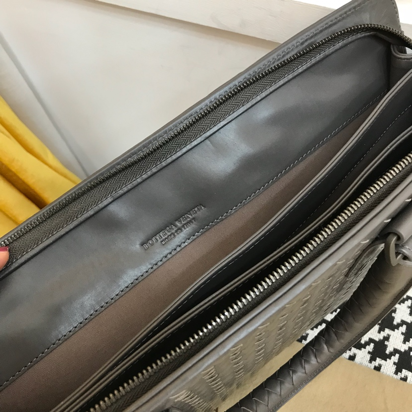 代购版6943  顶级原版胎牛皮 bv公文式包 38cm 灰色