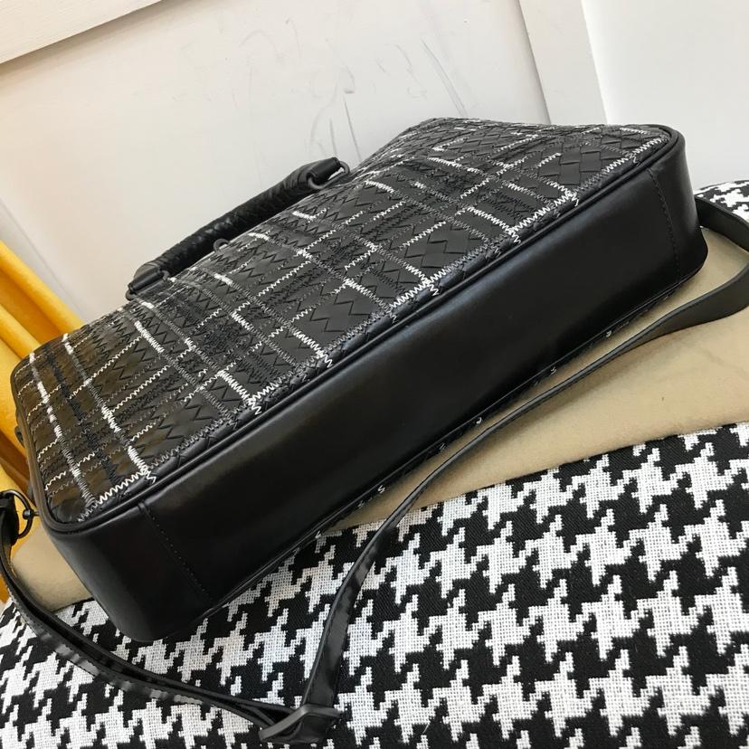 BV 代购版6903最新款 秋冬最新款公文包 顶级原版胎牛皮 刺绣款