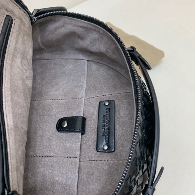 BV 代购9238 最新款双肩背包 男女同款 顶级原版胎牛皮 内里原版羊皮 23*30*11cm