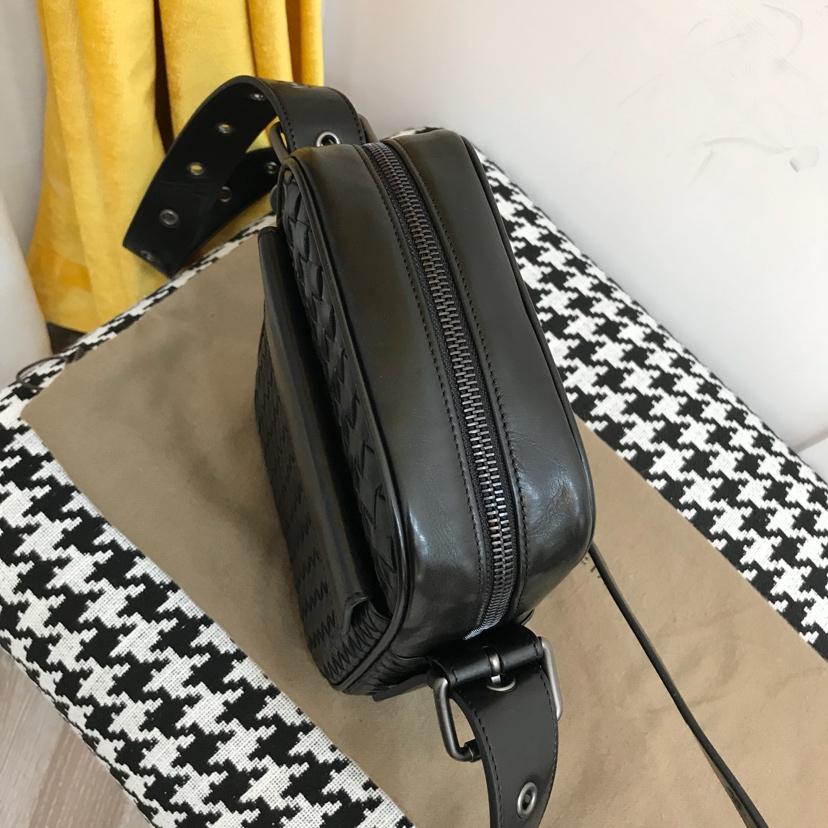 BV代购版7623 顶级原版胎牛皮 新款男式小包 可置放mini ipad 17*22*7cm