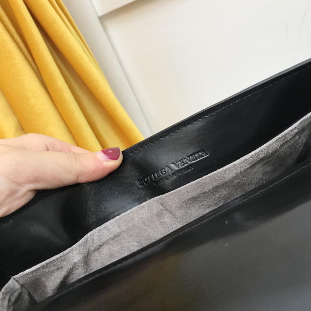Bottrga Veneta 最新款 Alumna手袋尺寸:23cm*16cm*7cm 顶级原版胎牛皮&内里胎羊皮