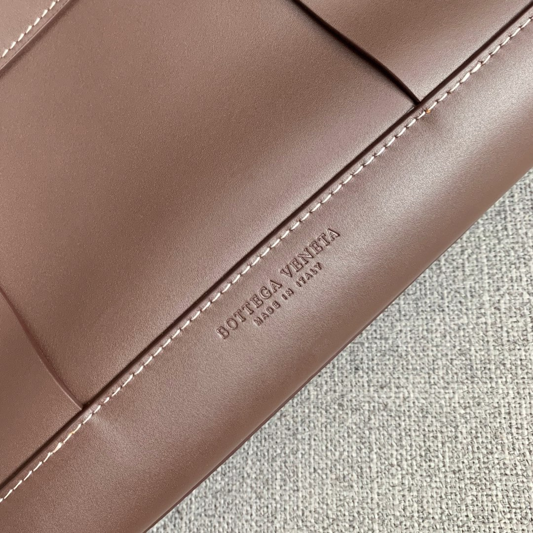 【P2850】Bv 大号Arco购物袋 573400 牛皮/巧克力棕 袋口56 底37宽14(不含手柄)
