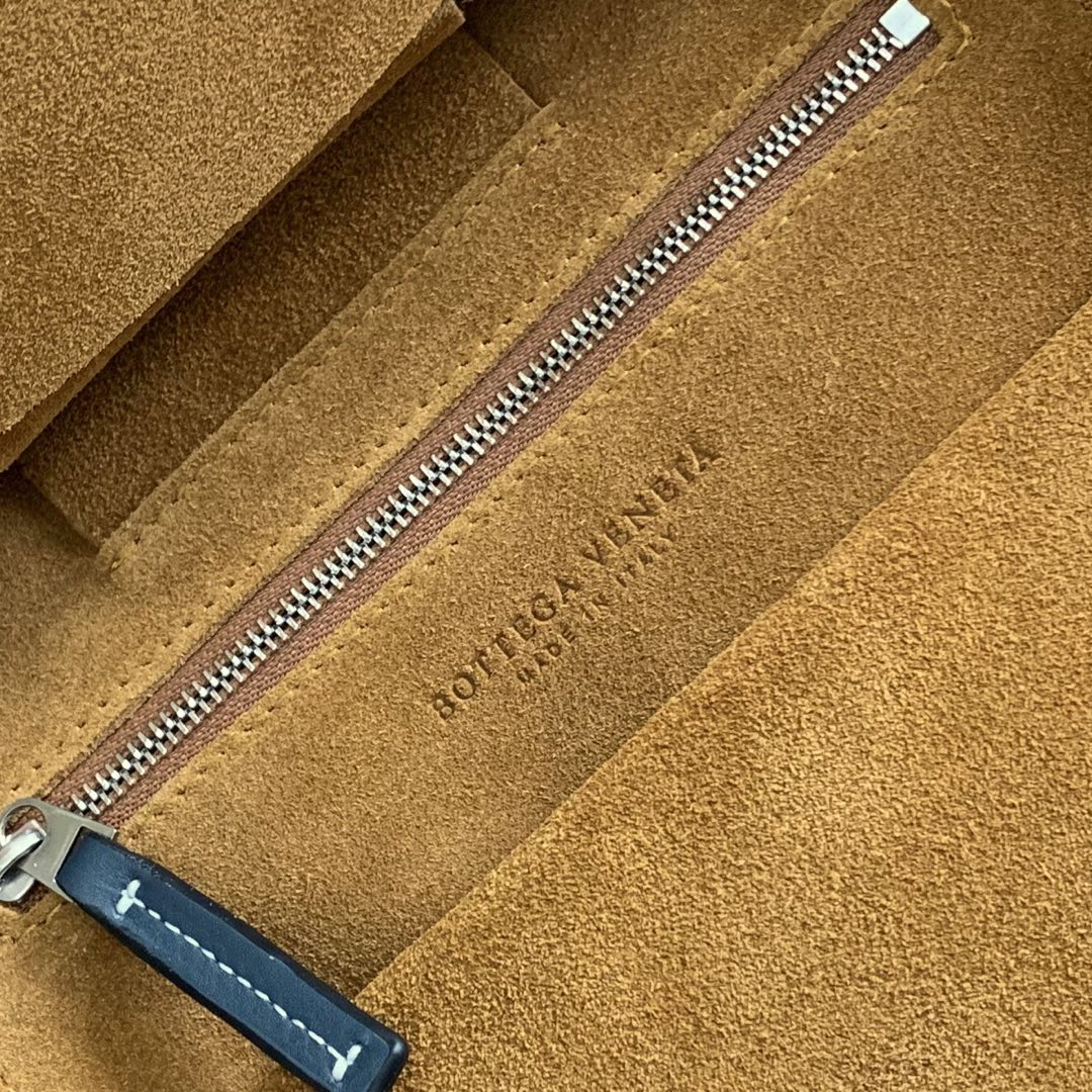 【P1730】Bv 小号 Arco购物袋 575943 牛皮/平纹 深蓝 袋口33 底22宽6高22 (不含手柄)