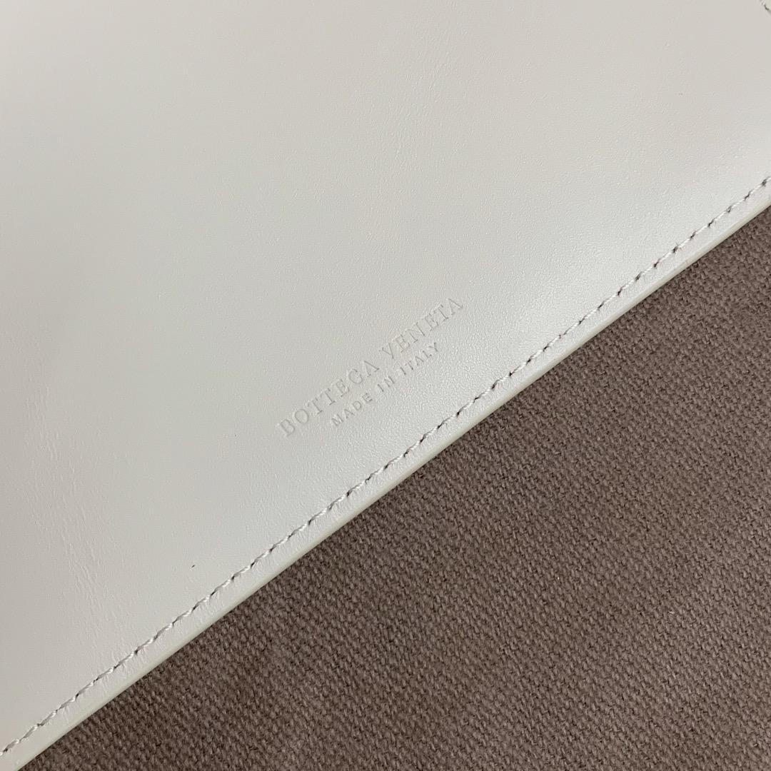 【P300】BV内袋卡包 大号 567190 10-9.5-1 白色