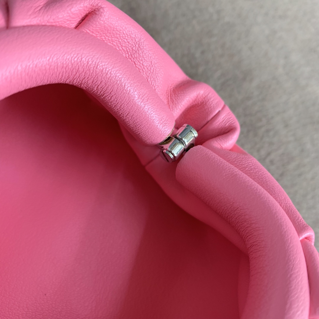 "【P650】BUTTER mini吊坠 人气同款 Mini ""小妖精"" 7.5x13.5x4 编码577816 牛皮/蔷薇粉"