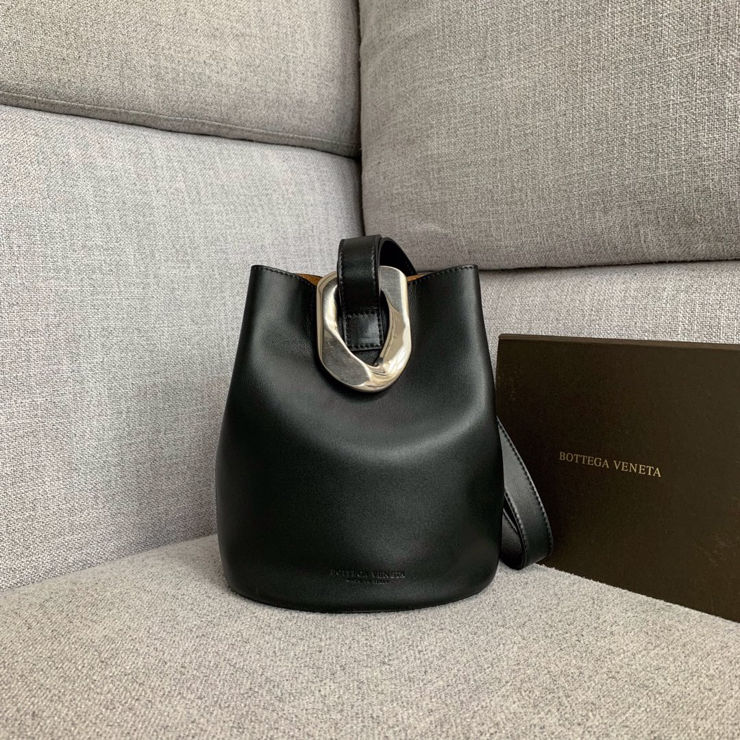 【P1170】Bottegaveneta 576804羊皮黑色 21.5*17.5*13 高档时尚女包