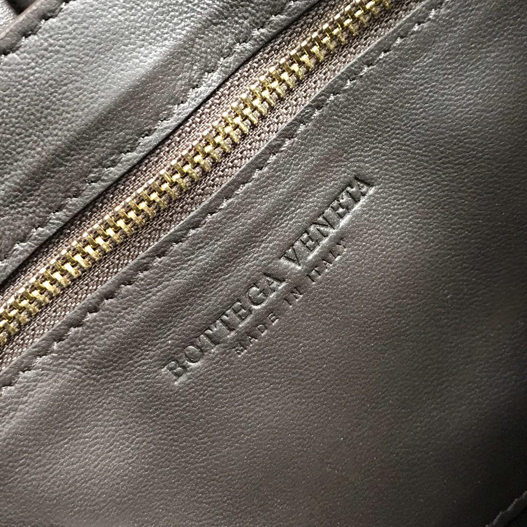 【P1920】Bv秋冬新品 枕头包 外进口牛皮内里小羊皮 巧克力棕 591970 26-18-8