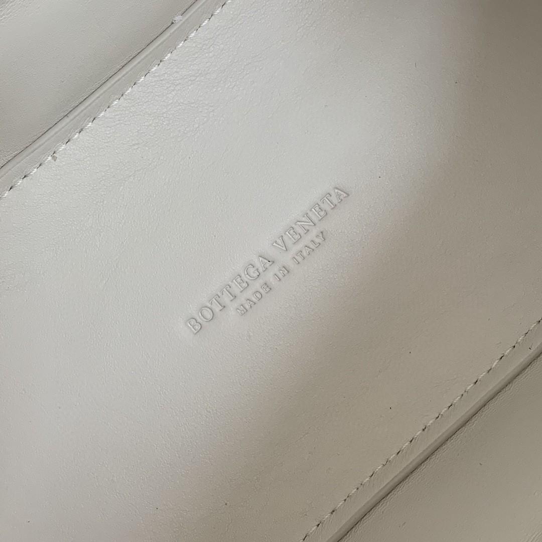 【P1730】葆碟家 街拍小神器手拎包中号 592858牛皮 20*30*10 牛皮/白色