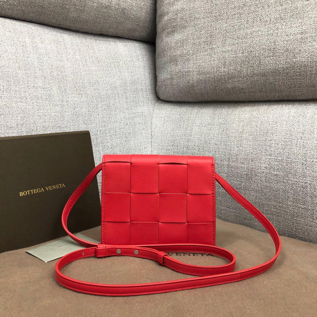 【P900】新款手袋CASSETTE 编织574051 尺寸16-13.5-8 羊皮/中国红