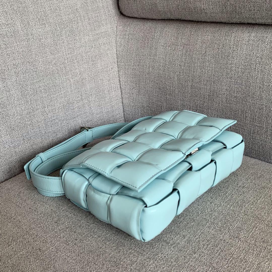 【P1920】Bv秋冬新品 枕头包 外进口牛皮内里小羊皮 浅蓝 591970 26-18-8