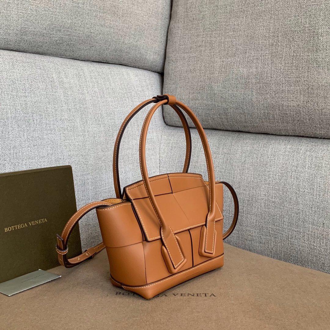 【P1430】Bottega Veneta Mini Arco购物袋 600606牛皮 平纹 土黄  袋口28 底17.5宽8高17(不含手柄)