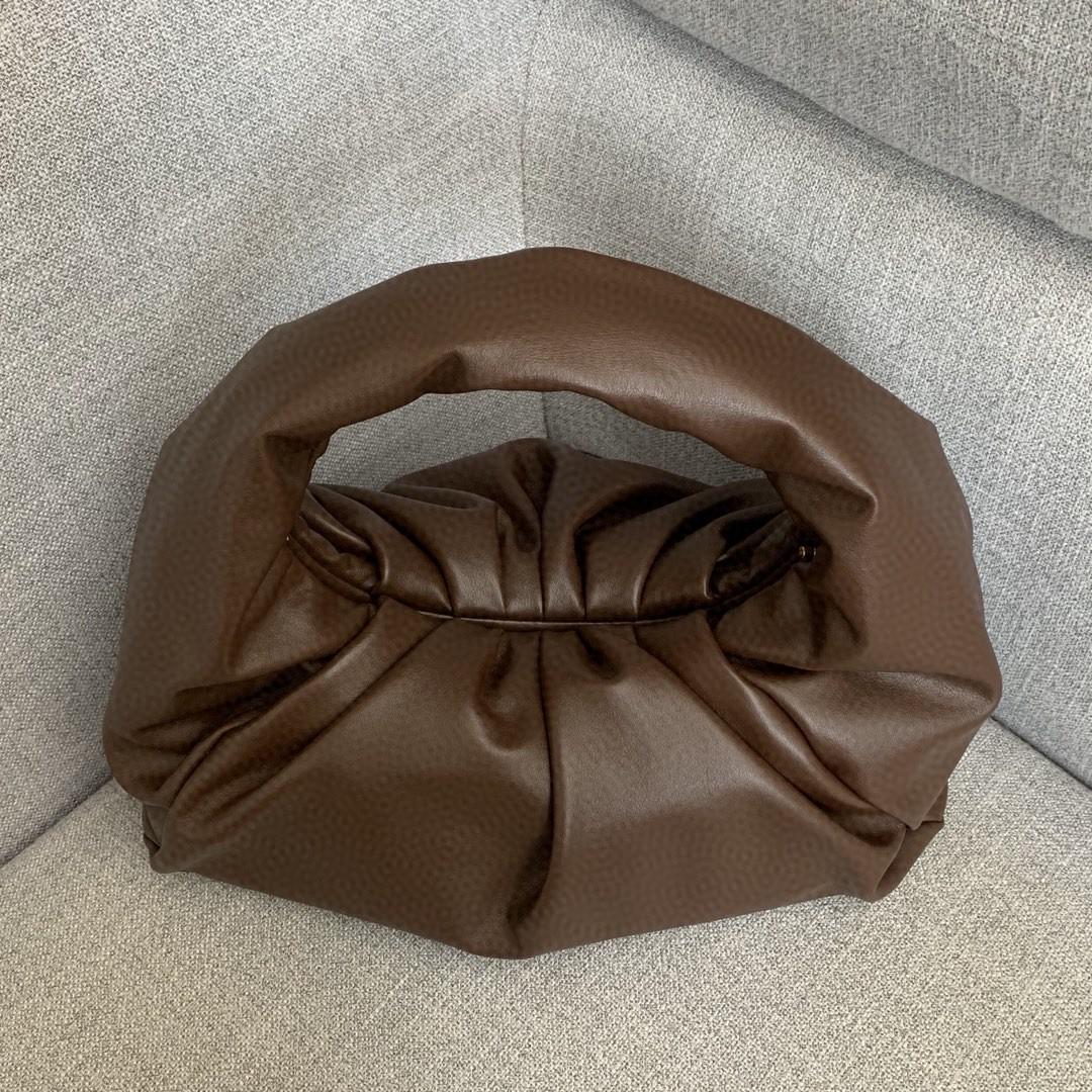 【P1950】BV宝缇嘉 610524牛角包 巧克力棕 40-18-35