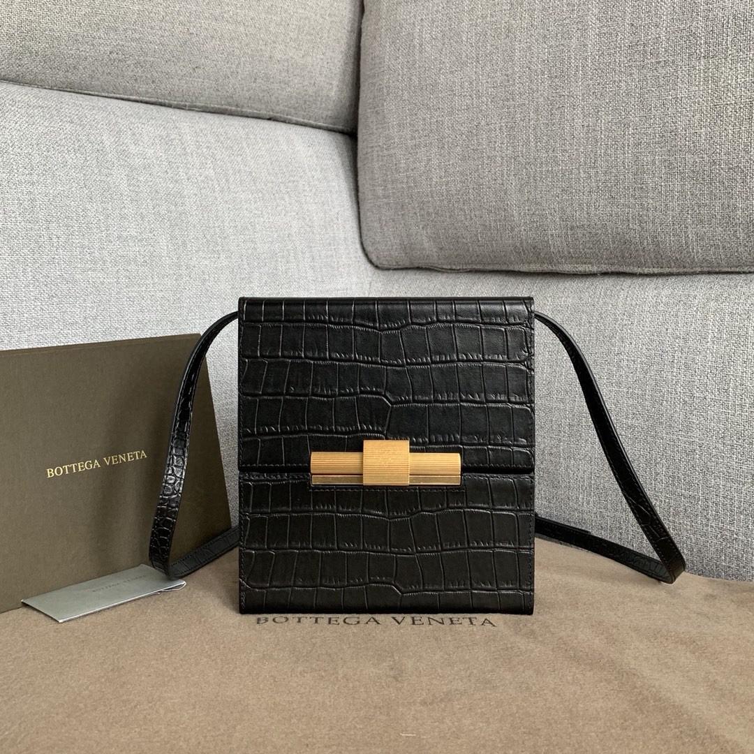 【P1200】Bottega新品 Dais硬盒包 18-19-5外牛皮/内羊皮鳄鱼纹黑色