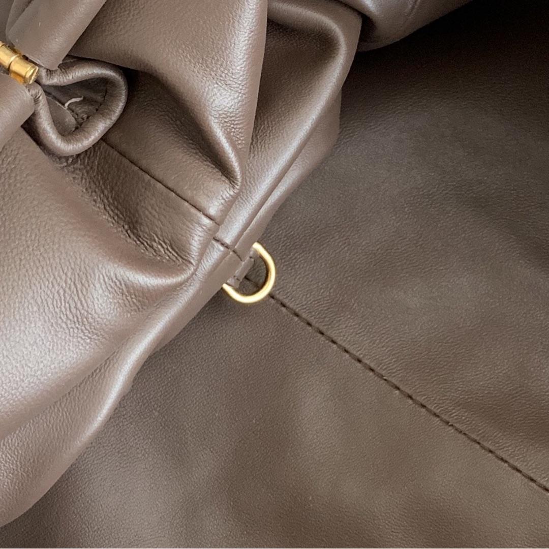 【P1800】B veneta云朵包 576227A羊皮编织/巧克力棕大号 39-19-20cm