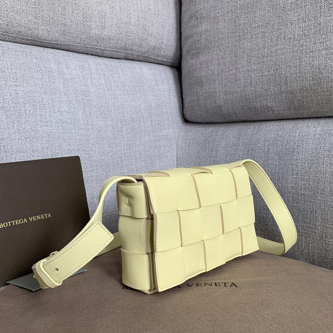 【P1620】新款手袋CASSETTE 编织 578004 尺寸23*15*5.5 柠檬黄