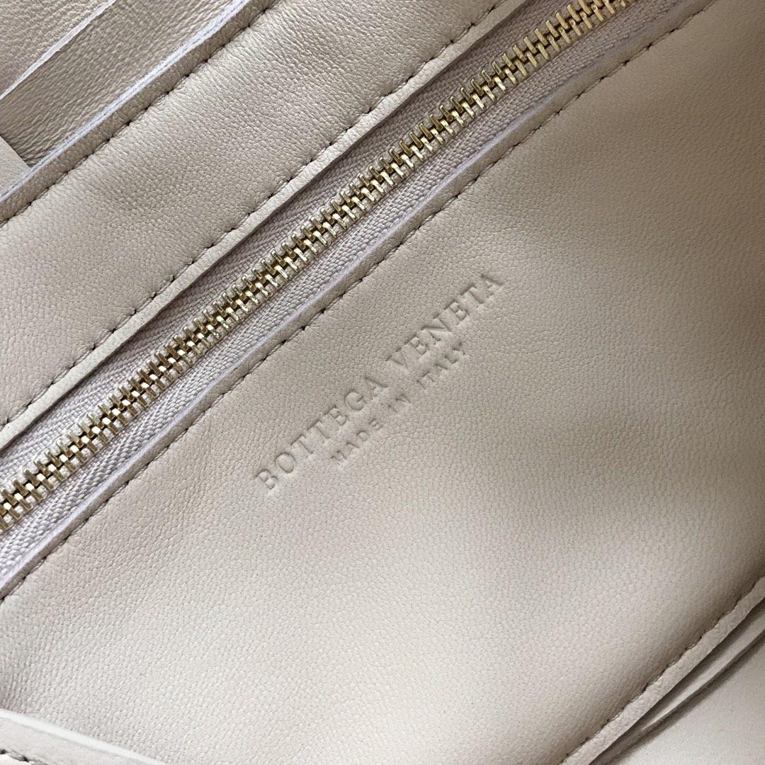 【P1620】新款手袋CASSETTE 编织 578004 尺寸23*15*5.5 裸色