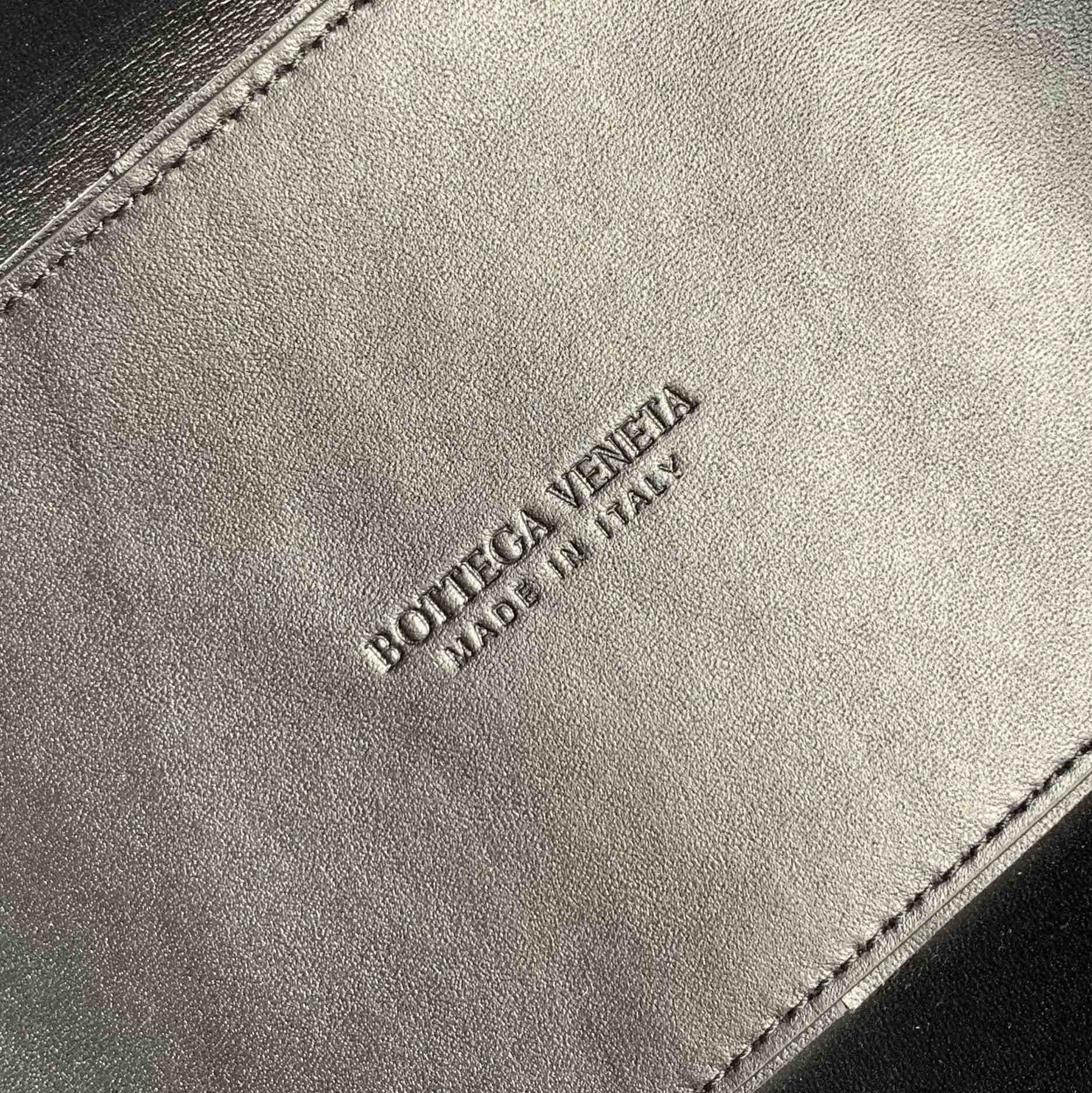 【P1800】BottegaVeneta 小牛皮SLIP托特手袋 羊皮白拼黑 36*24*12