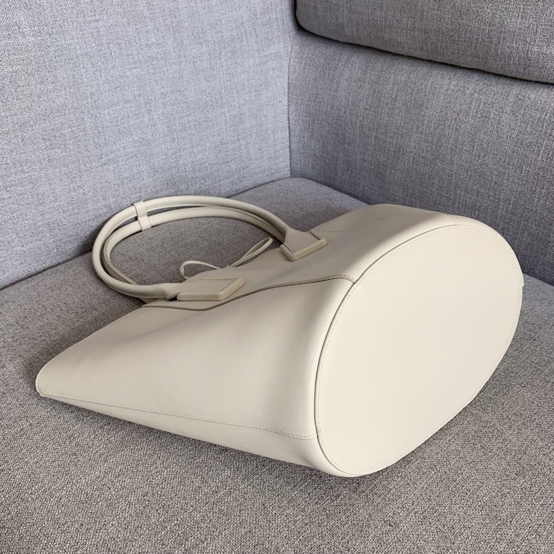 【P1950】新款 Bv Basket 576836牛皮/白色 平纹 手提包