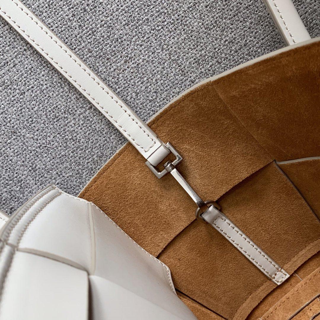 【P1430】Bottega Veneta Mini Arco购物袋 600606牛皮 平纹 白色 袋口28 底17.5宽8高17(不含手柄)