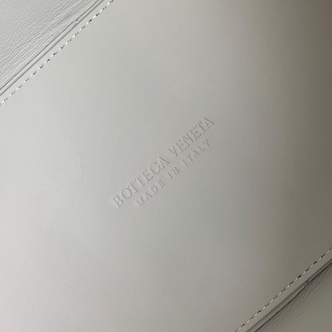 【P1800】BottegaVeneta 小牛皮SLIP托特手袋 羊皮黑拼白 36*24*12
