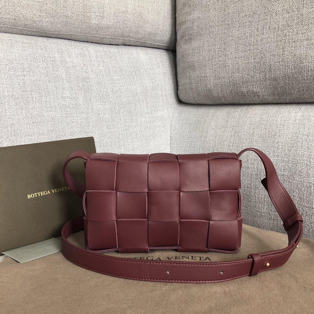 【P1620】新款手袋CASSETTE 编织 578004 尺寸23*15*5.5 酒红色