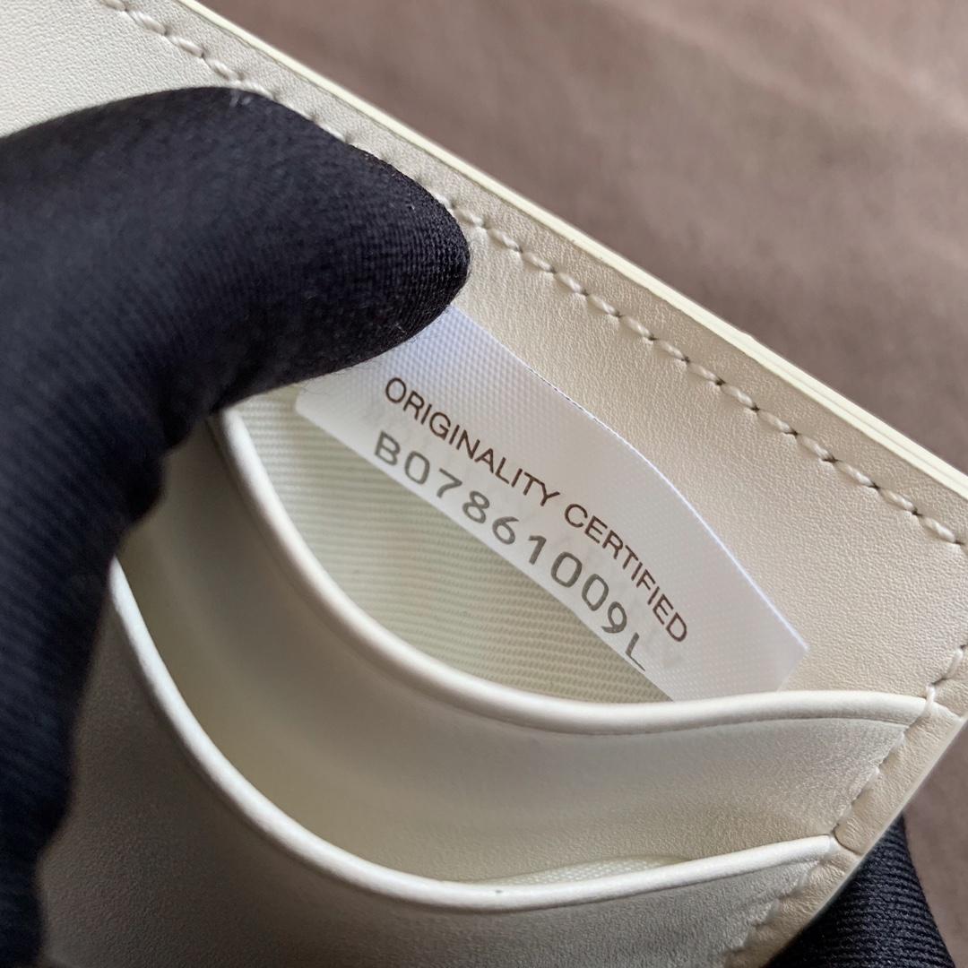 【P260】BV 内袋卡包 小号 567185 10-7-1 白色