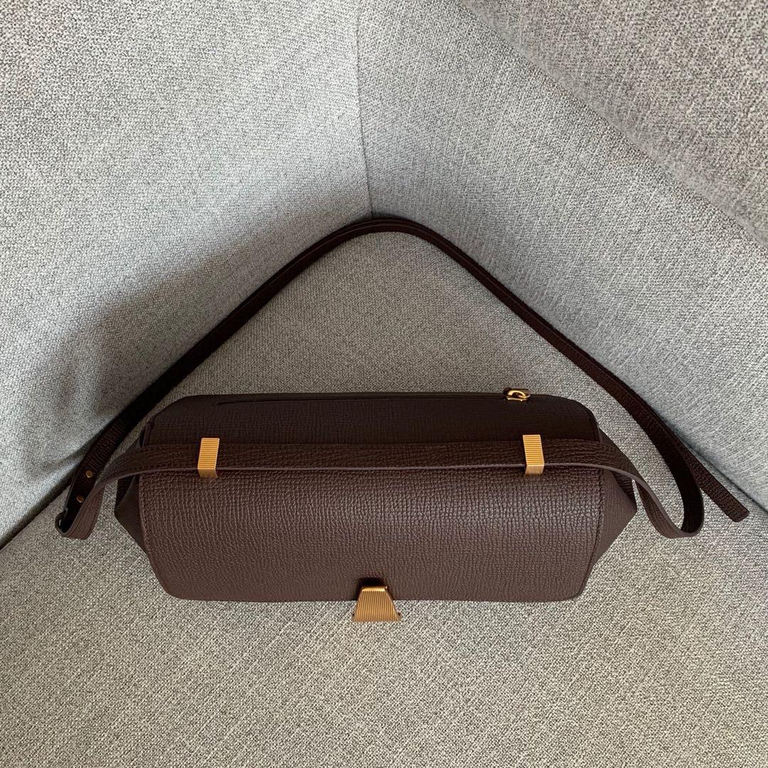【P1580】BV 宝缇嘉 Angle bag  顶级原版大象纹小牛皮 内里全皮 秋冬最新款 36x17x13cm