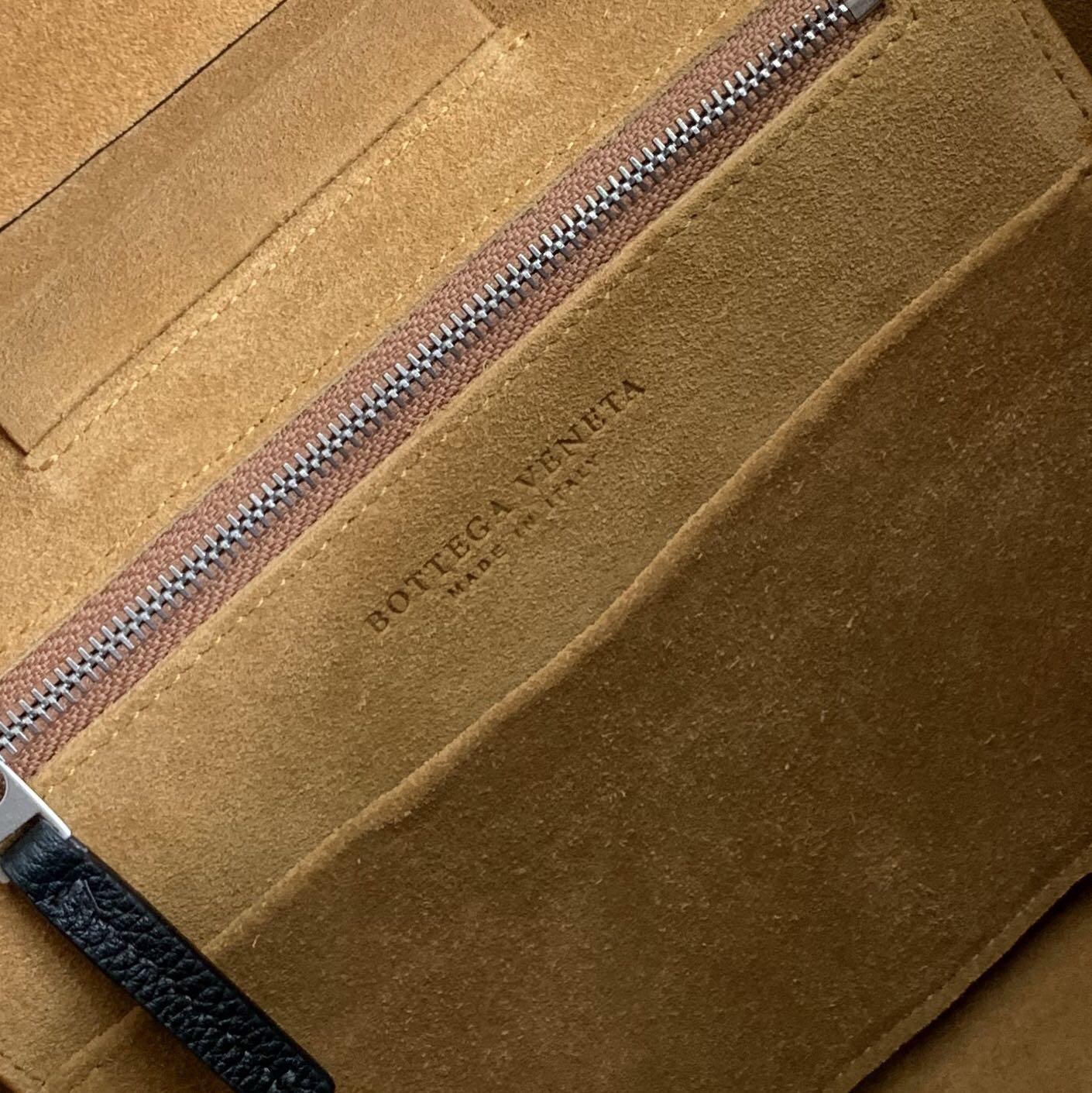 【P1730】Bv 小号Arco购物袋 575943 牛皮/荔枝纹 黑色 袋口33 底22宽6高22 (不含手柄)
