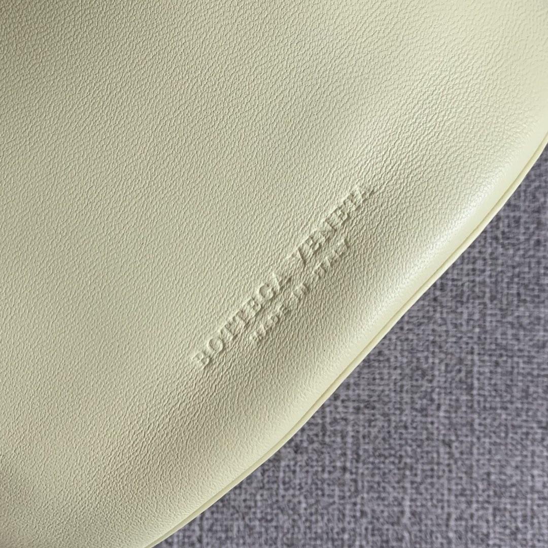 【P1170】Bottegaveneta 576804羊皮柠檬黄 21.5*17.5*13 高档时尚女包