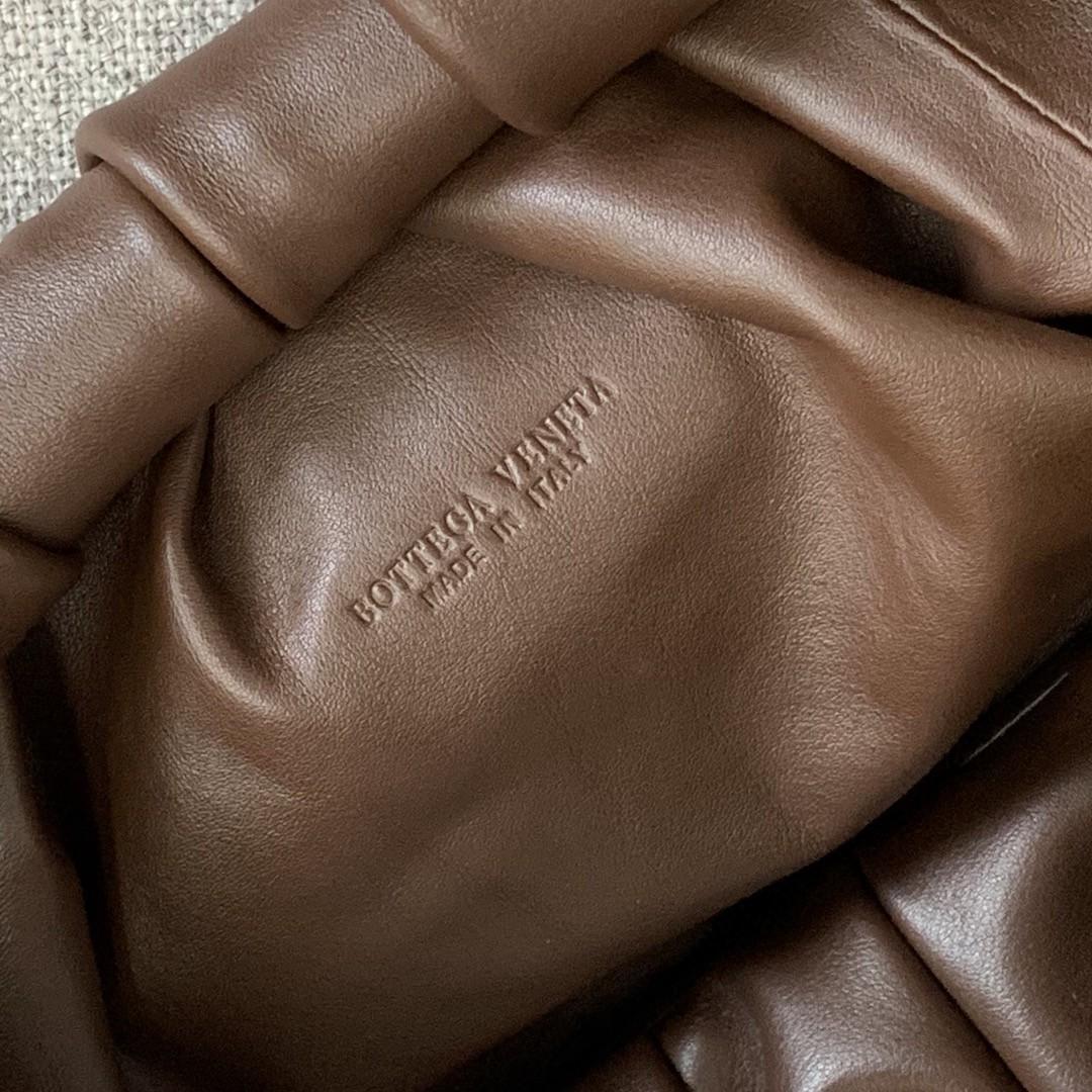 【P2370】BV 早春新品 607984牛角包 巧克力棕 54-21-40
