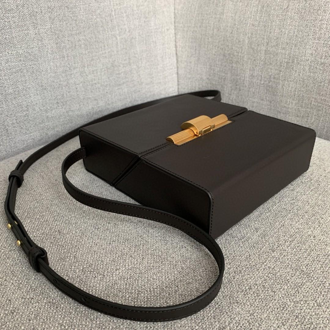 【P1200】Bottega新品 Dais硬盒包 18-19-5外牛皮/内羊皮巧克力棕