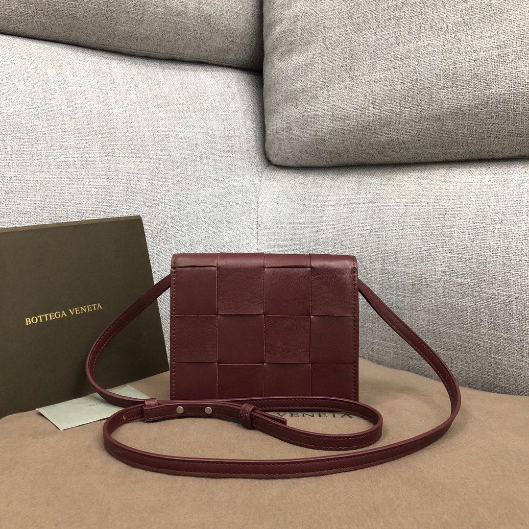 【P900】新款手袋CASSETTE 编织574051 尺寸16-13.5-8 羊皮/酒红