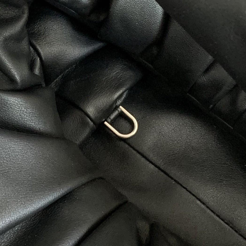 【P1950】BV宝缇嘉 610524牛角包 黑色 40-18-35